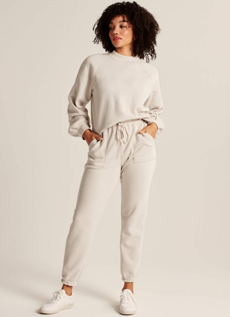 Loungewear, pajamas, lounge wear, sweats, matching sets, pajama sets, sweat sets, comfy, cozy, winter, sweatpants, joggers, pandemic wardrobe, winter wardrobe, comfy outfit, sweats outfit, lounge outfit https://nataliehab.com/loungewear-favorites-2020/